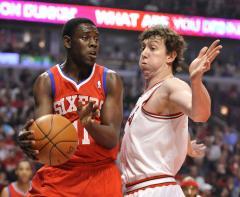 Bulls don't match offer, Asik to Rockets
