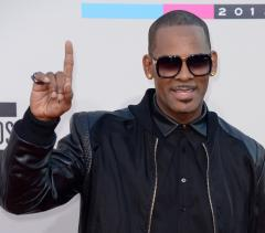 R. Kelly compares Muhammed Ali to Chris Brown (and it has nothing to do with punching)