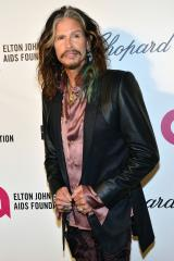 Steven Tyler records voicemail for fan