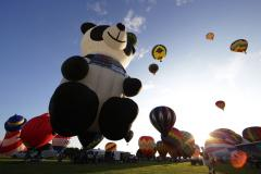 New Jersey festival features nearly 100 hot air balloons