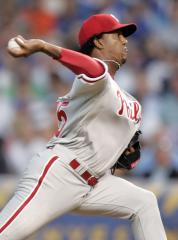 Phillies decide to start Pedro in Game 3