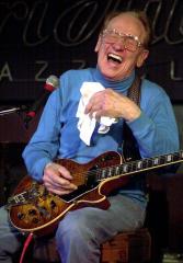 Guitar wizard Les Paul dies at 94