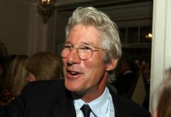 French tourist mistakes Richard Gere for homeless man and gives him pizza