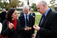 Departing British envoy criticizes Israel