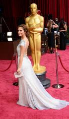 Maria Menounos leaving 'Extra' to 'explore other options'