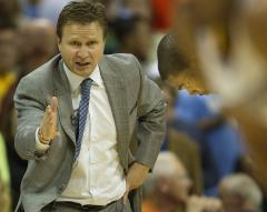 Thunder Coach Scott Brooks signs long deal