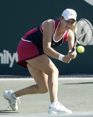 Zvonareva makes Hobart semifinals