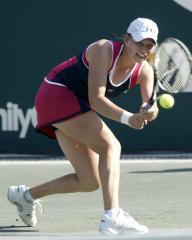 Zvonareva makes Hobart semifinals