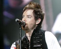 Idol star Cook struggling in tour return