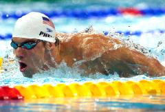 Phelps sets Olympic record in qualifying