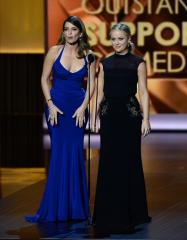 Sprinkler soaks red carpet at Golden Globe Awards