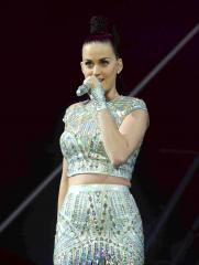 Katy Perry rocks bleached eyebrows in new selfie