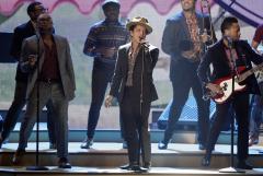 'Thrift Shop' tops U.S. record chart for a third week