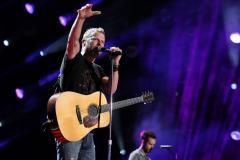 Dierks Bentley helps raise $500K for firefighters' families