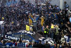 Johnson holds off Earnhardt at Daytona 500