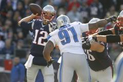 Tom Brady, New England Patriots cruise past Lions