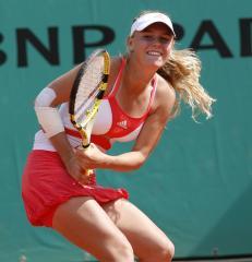 Chakvetadze, Wozniacki reach finals