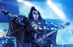 KISS kicks off N. American tour