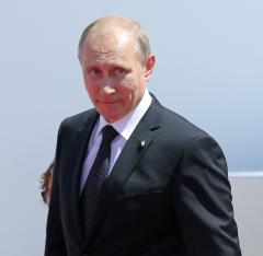 Putin claims Russia will support Ukraine's ceasefire as Russia beefs up military presence on border