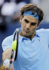 Federer heads to Australian Open 4th round