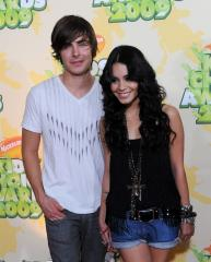 Report: Efron and Hudgens still dating