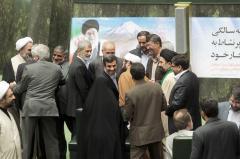 Ahmadinejad answers Parliament's questions