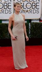 Robin Wright suffers wardrobe malfunction after running for Golden Globe