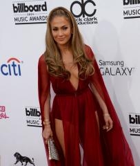 Jennifer Lopez not dating Maksim Chmerkovskiy despite rumors