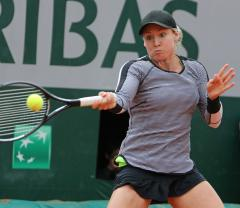 Mattek-Sands posts French Open upset win