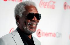 Indian merchant uses Morgan Freeman photo on billboard to honor Nelson Mandela