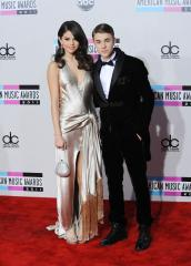 Justin Bieber, Selena Gomez back together again