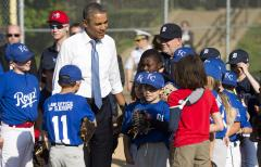 Obama surprises Little Leaguers in D.C. [PHOTOS]