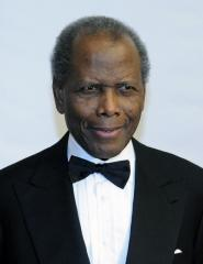 Sidney Poitier not injured in car crash