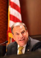 Former San Diego Mayor Bob Filner apologizes as his house arrest term ends