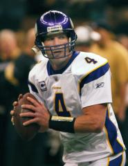 Favre arrives at Minn. Vikings facility