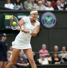 Kvitova beats Radwanska in Dubai
