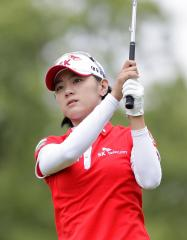 Choi, Feng both improve in world women's golf ranking