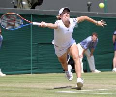 Henin again retires from tennis