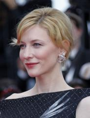 Blanchett to hand out Oscars