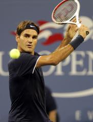 Federer, Murray take early U.S. Open wins
