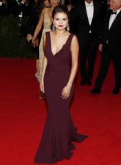 Selena Gomez blames paparazzi for LA car accident