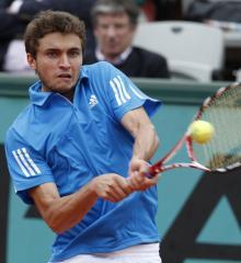 Federer survives five-set scare