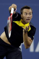Kohlschreiber advances on day of upsets at Mercedes Cup