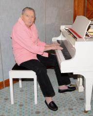 Jerry Lee Lewis penning memoir