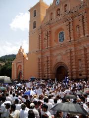 Clinton: Restore democracy in Honduras
