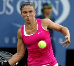 Errani wins, stays eighth in rankings