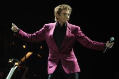 Ailing Barry Manilow scraps Tuesday concert