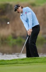 Inkster, Miyazato lead LPGA event