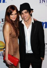 Report: Ashlee Simpson expecting a baby