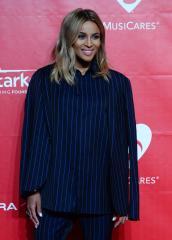 Ciara debuts dramatic dreadlocks